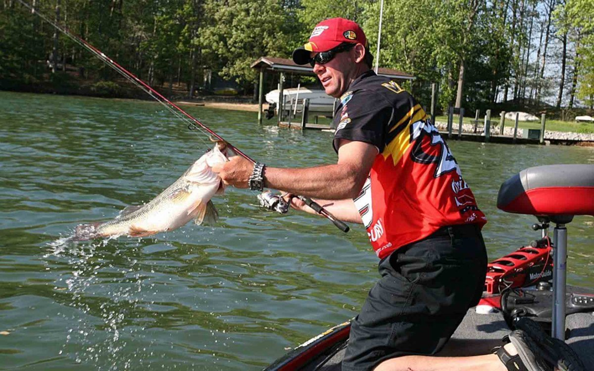 Professional Fisherman Kevin VanDam Gets Help From Polarized Lenses